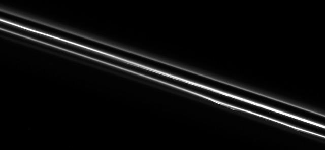 Detailaufnahme des F-Rings am Saturn