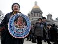 Proteste gegen die Rückgabe der Isaakskathedrale an die russische Kirche in St. Petersburg