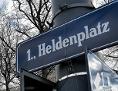 """Schild """"Heldenplatz"""" in Wien"""