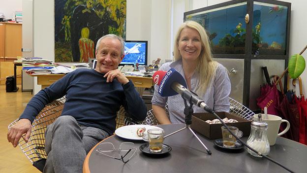 Peter Pilz und Claudia Stöckl an einem gedeckten Tisch
