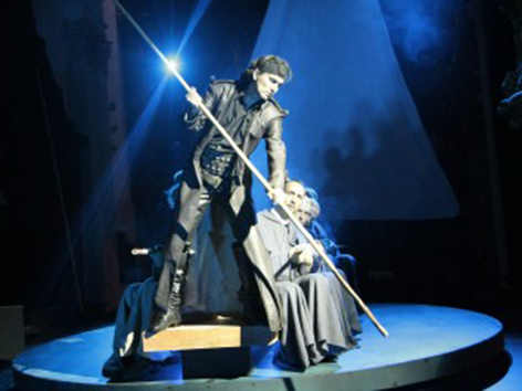 """Szenenbild aus Christoph Ehrenfellners """"Judas"""". Eine Kirchenoper in 8 Aufzügen."""