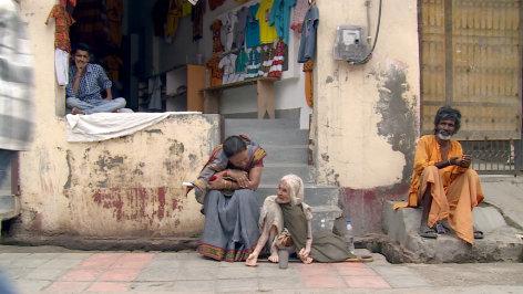 Im Brennpunkt  Indien: Die unsichtbaren Witwen  Originaltitel: The Invisible Women: Outcast Widows in India