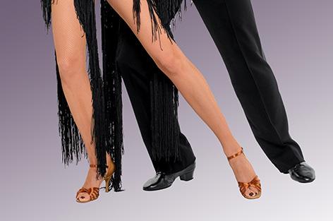 Die Beine eines Tanzpaares