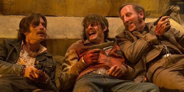 Drei Männer mit Waffen