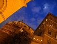 Das Hauptquartier der Vatikanbank IOR bei Nacht
