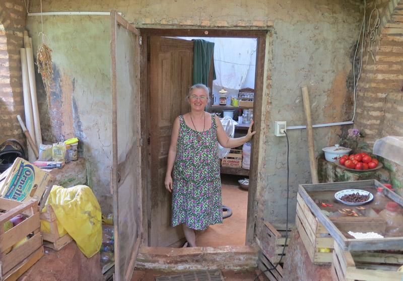 Ältere Frau im Kleid