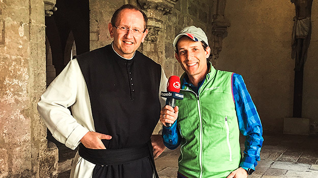 Tom Walek mit Pater Karl Wallner