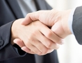 Handschlag beim Business-Meeting