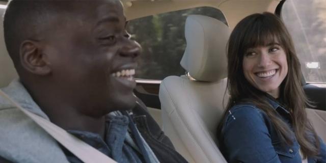 """Szene aus """"Get Out"""": Ein lachendes Paar in einem Auto"""