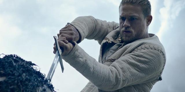King Arthur zieht das schwert aus dem Stein