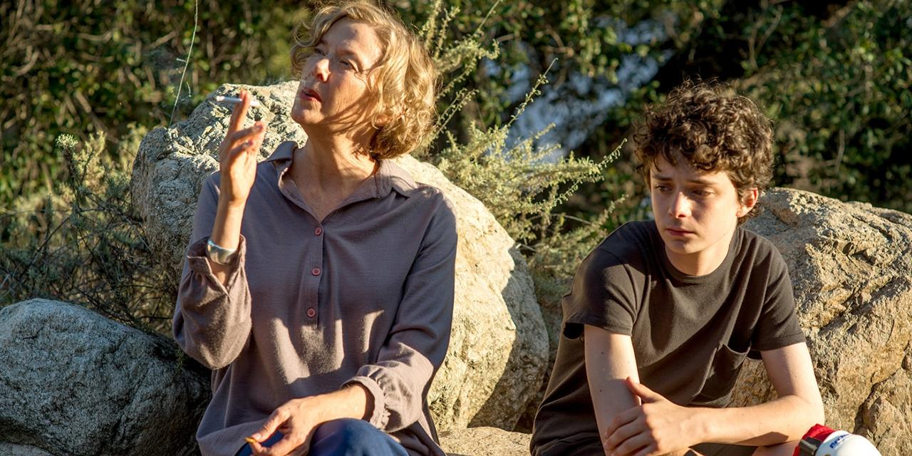Rauchende Frau und ein Junge, 20th Century Women