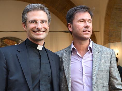 Ex-Prälat Krzysztof Charamsa (li.) mit seinem Lebensgefährten