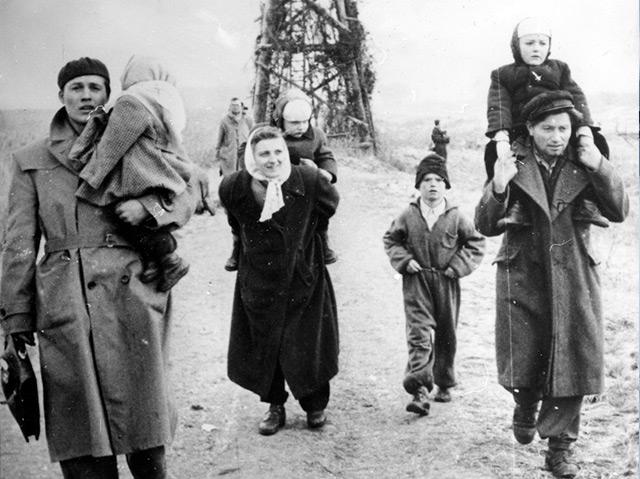 Ungarische Flüchtlinge an der Grenze zu Österreich am 22. November 1956