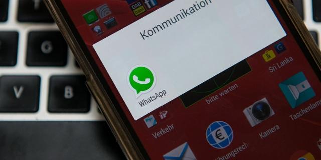 Smartphone mit WhatsApp