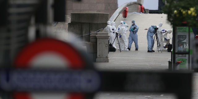 Police forensic officers work on London Bridge in London on June 4, 2017, as police continue their investigations following the June 3 terror attack.