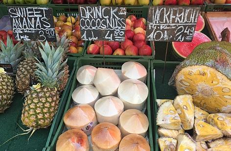 Kokosnüsse auf einem Markt