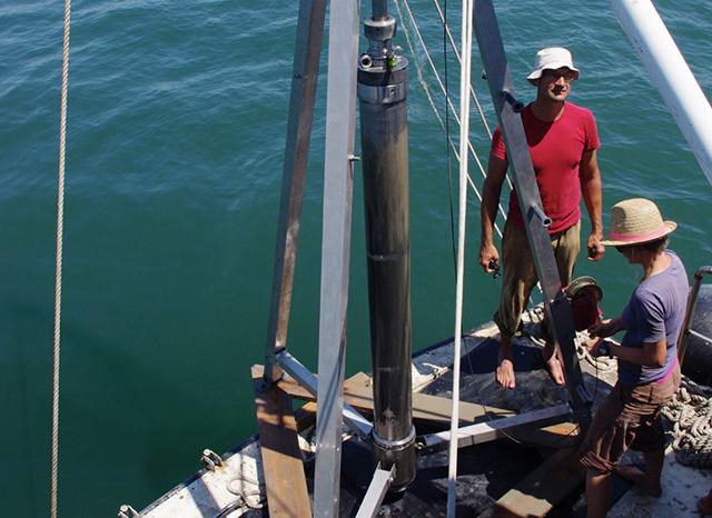 Mittelmeer: Paläontologen auf einem Forschungsschiff