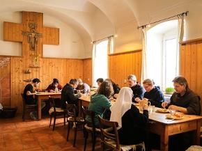 Essen im Franziskanerkloster Pupping (OÖ)