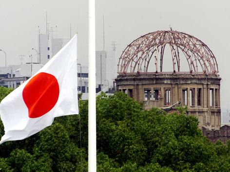 "Das Friedensdenkmal, die ""Atombombenkuppel"" in Hiroshima"