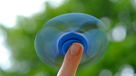 Fidget Spinner auf Finger