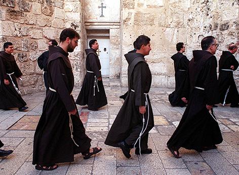 Jerusalem, Franziskaner zu Ostern bei der Prozession in die Grabeskirche Jesu