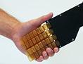 Shakehand: Menschliche Hand und Roboterhand