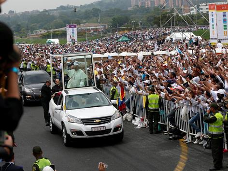 Papst Papamobil Medellin