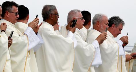 Geistliche Handies Papst