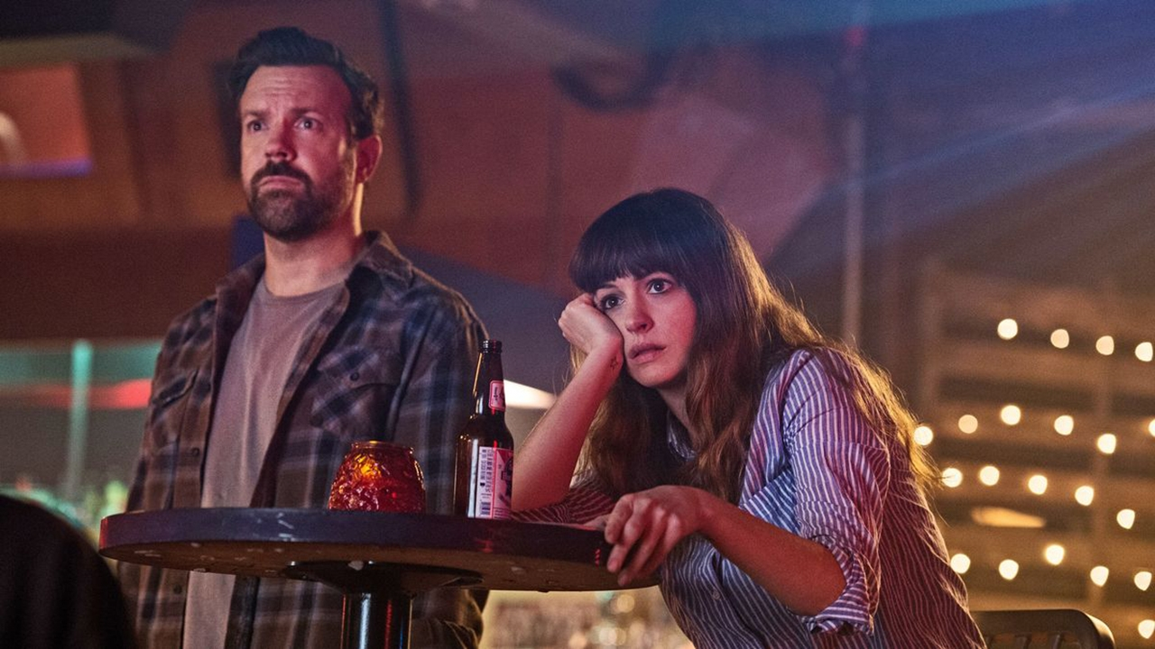 "Anne Hathaway und Jason Sudeikis in ""Colossal"""