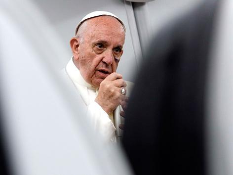 Papst Franziskus auf dem Rückflug von Kolumbien