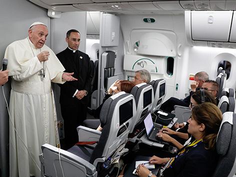 """Papst Franziskus auf der """"fliegenden Pressekonferenz"""" am Rückflug von Kolumbien"""