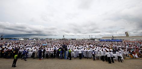 Papst Abschlussmesse Kolumbien Containerterminal