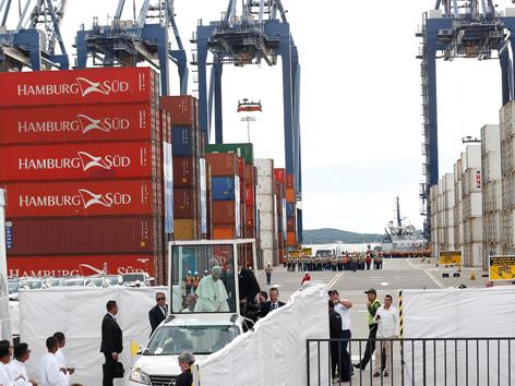 Papst Abschlussmesse Kolumbien Containerhafen