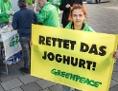 """Greenpeace-Aktion: """"Rettet das Joghurt"""""""