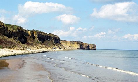 Steilküste bei Point-du-Hoc. Amerikanische Ranger erstürmten mit Eisenleitern die normannische Steilküste.