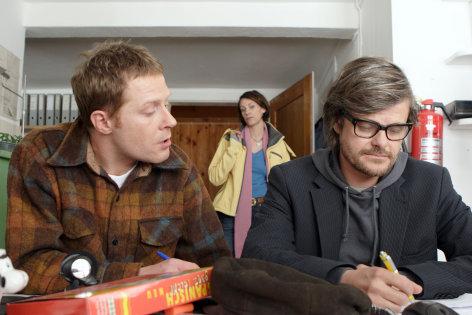 Im Bild: Andreas Lust (Jakob, li.), Viviane Bartsch (Leonie), Lars Rudolph (Vincent).