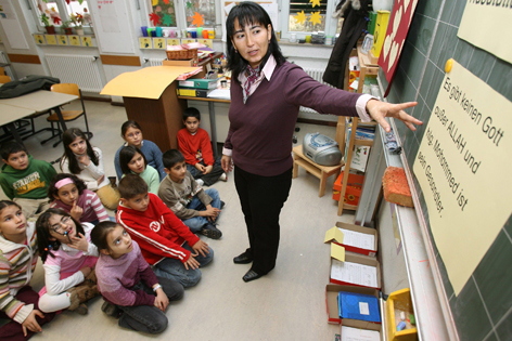 Lehrerin hält islamischen Religionsunterricht