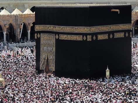 Die Kaaba in der großen Moschee  in Mekka.