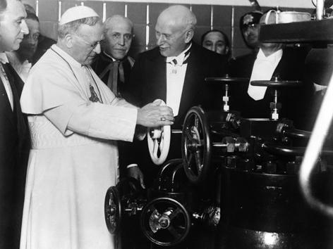 Pius XI. vor Radiostation