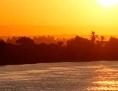 Sonnenuntergang am Fluss.