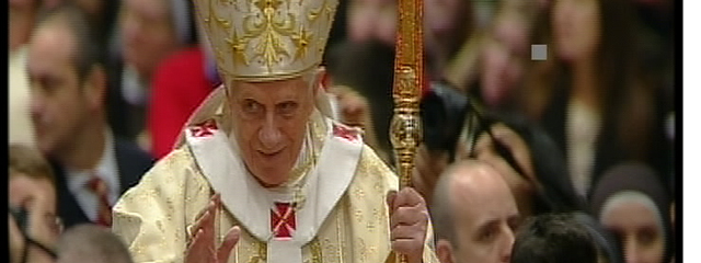 Papst Benedikt XVI. segnend