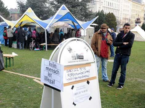 Flüchtlinge im Refugee Protest Camp im Wiener Sigmund Freud Park.