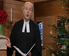 Pfarrer Michael Meyer vor dem Altar