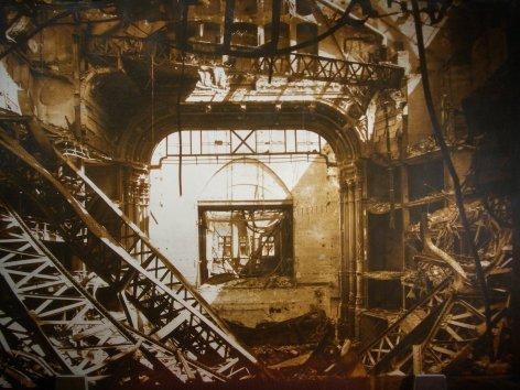 Im Bild: Die zerstörte Oper nach dem Bombenangriff vom 12. März 1945.