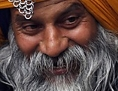 Ein Sikh mit großem Turban und üppigem Bart