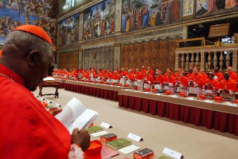 Kardinäle in der Sixtinischen Kapelle warten auf Beginn des Konklaves