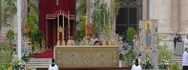 Altar während des Ostergottesdienstes am römischen Petersplatz
