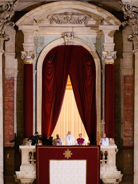 Der neue Papst auf der Loggia des Petersdoms