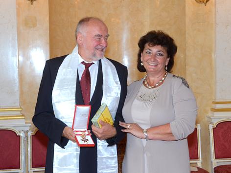 Gerhard Weißgrab bei der Verleihung des Goldenen Ehrenkreuzes