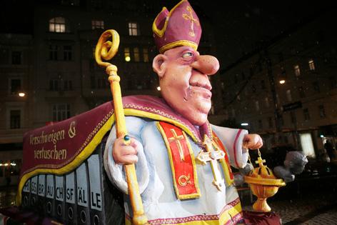 """Der """"Kardinalsschlitten"""" der Initiative gegen Kirchenprivilegien"""